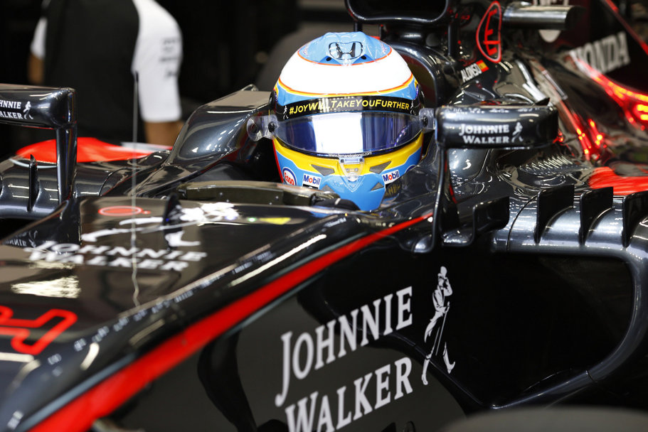 Jenson Button, susţinător al noii campanii Johnnie Walker, ne spune de ce bucuria aduce succesul [VIDEO]
