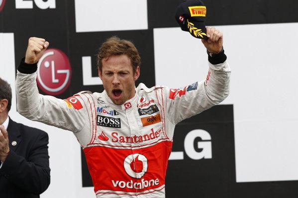 Jenson Button a întrerupt dominaţia lui Sebastian Vettel