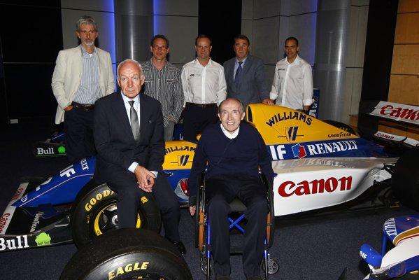 Frank Williams alături de Bernard Rey, şeful Renault Sport F1 şi de foşti şi actuali piloţii care au concurat pentru Williams Renault: Damon Hill, Jacques Villeneuve, Rubens Barrichello, Nigel Mansell şi Pastor Maldonado