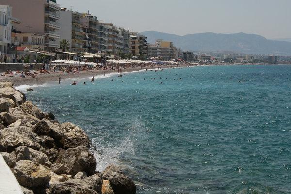 Loutraki este o staţiune turistică aflată la 60 km de Atena