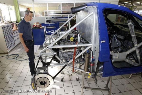 Modelul Duster de curse este construit pe o structură tubulară iar motorul este amplasat central