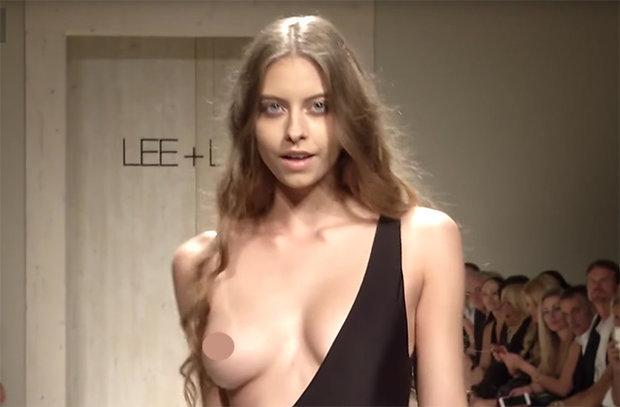 Un fotomodel de arată cum se poartă cel mai obraznic costum de baie - VIDEO