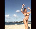 Acest fotomodel declanşează un TSUNAMI când iese la plajă. Iată GALERIA FOTO care a făcut-o celebră