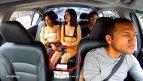 VIDEO -Tânăra mergea cu UBER şi i-a venit o idee. Când şoferul nu era atent, ea a făcut un gest de toată RUŞINEA
