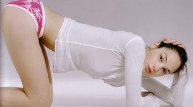 Cea mai sexy FEMEIE din lume are o maşină cere ne suceşte minţile - VIDEO