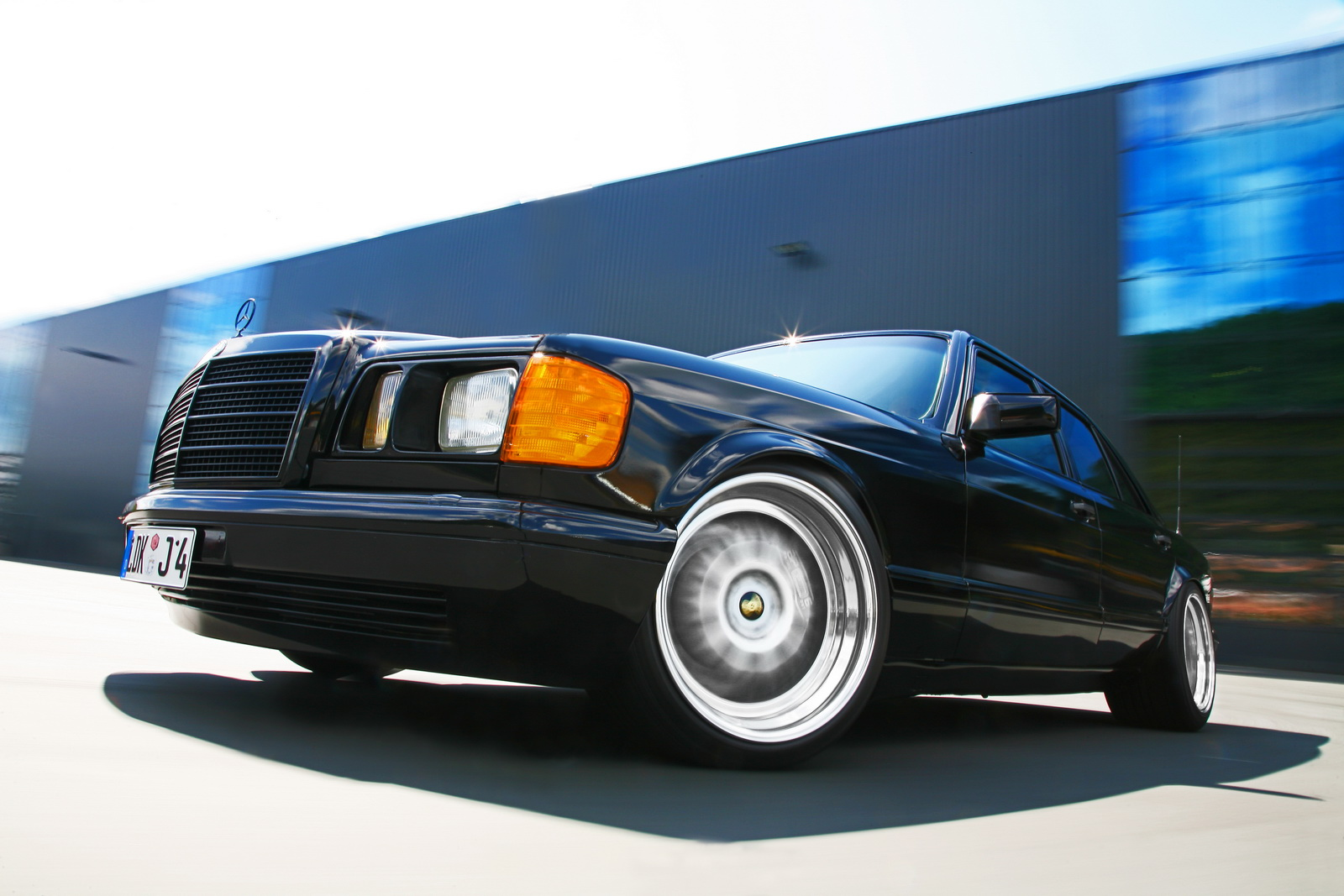 Post VIP cars Mercedes-w126-1