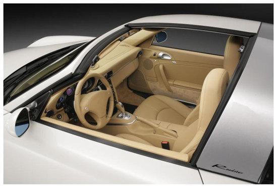 Acoperisul lui Porsche 911 Ruf Roadster este format din doua panouri, din fibra de carbon