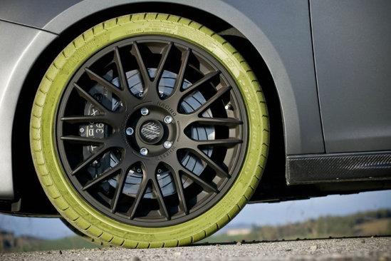 Alfa Romeo Giulietta G430 iMove are pneuri... verzi, care sunt si fluorescente in intuneric