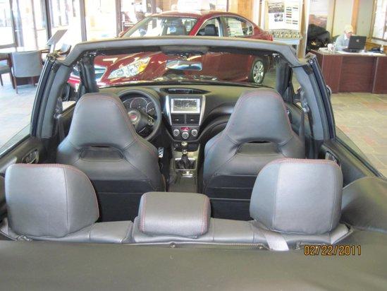 Subaru Impreza WRX STi Cabrio este bazat pe versiunea sedan, careia i-a fost taiat acoperisul