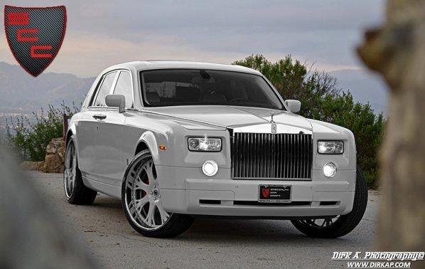 Rolls Royce Phantom Kocaine Project este vopsit intr-o nuanta alb-mat Pearl White
