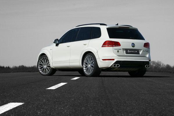 Volkswagen Touareg by Hofelle are bosaje mai late, iar suspensia poate cobori cu 4 cm suplimentari