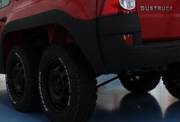Duster pick-up cu 6 roţi şi Dacia limuzină, printre secretele Renault de la Titu!