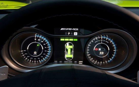 Mercedes SLS AMG E-Cell are indicatoare pentru monitorizarea autonomiei si incarcarii bateriilor