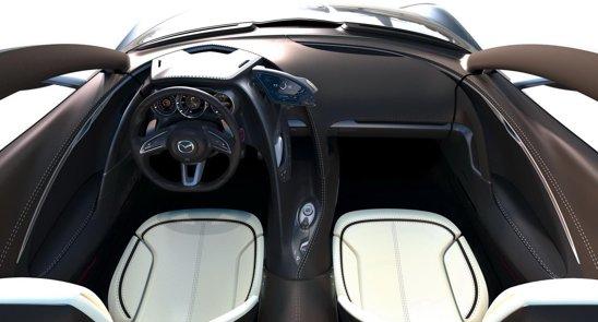 Interiorul lui Mazda Shinari continua ideea exteriorului, dar adopta si multe gadgeturi