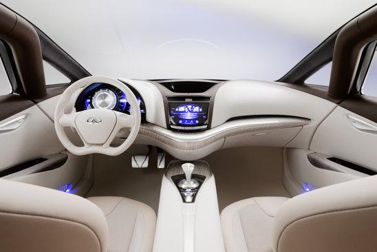 Interiorul lui Infiniti Etherea degaja o puternica impresie de lux, fiind ergonomic si spatios