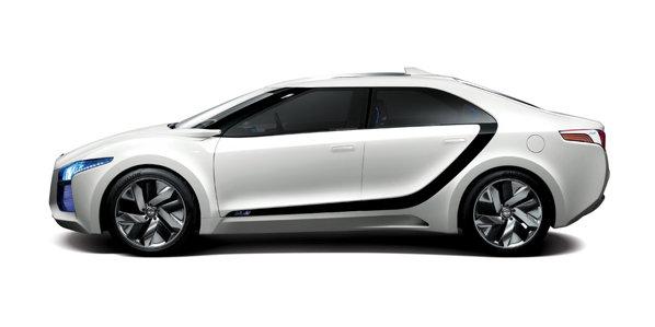 Fata de modelele actuale, Hyundai Blue2 are un stil mai simplist, dar si futurist