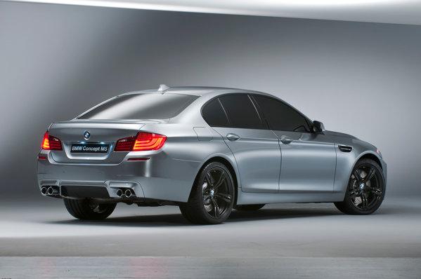 Din spate, BMW M5 Concept nu arata foarte agresiv, mizand pe sobrietate
