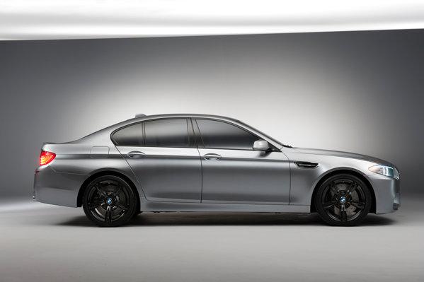 BMW M5 are un motor V8 M TwinPower Turbo, dotat cu EfficientDynamics si Auto Start Stop