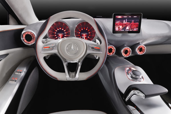 Interiorul lui Mercedes-Benz A-Class Concept este simplist, dar high-tech