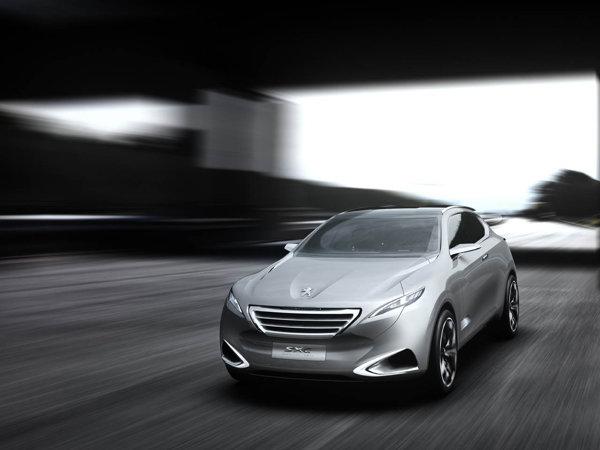 Peugeot SXC are un sistem de propulsie HYbrid4, cu un motor turbo si unul electric