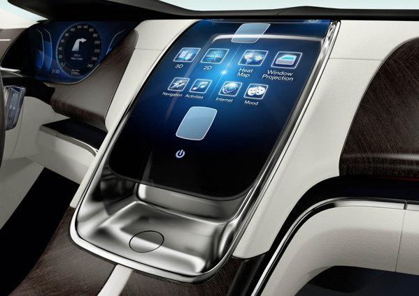In Volvo Concept Universe, butoanele conventionale sunt inlocuite de imense displayuri tactile
