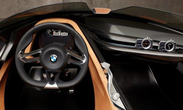 BMW 328 Hommage are un interior spartan, dar cu tehnologie de ultima generatie