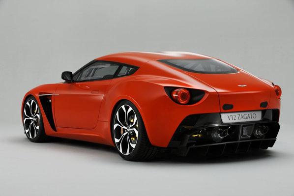 In partea din spate, Aston Martin V12 Zagato este modificat puternic