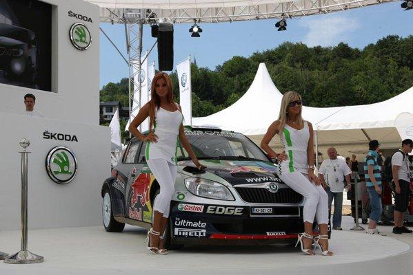 In standul Skoda s-a mai aflat si masina de raliuri Skoda Favia Super 2000