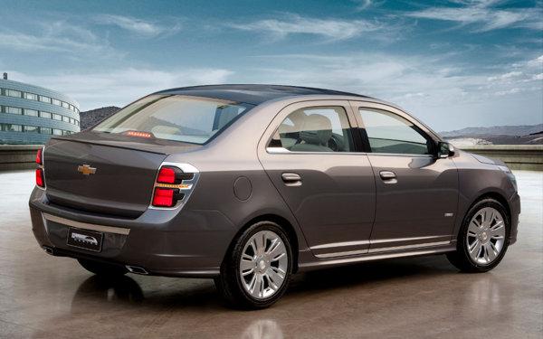 Chevrolet Cobalt are un stil mai simplist si mai sobru decat Aveo