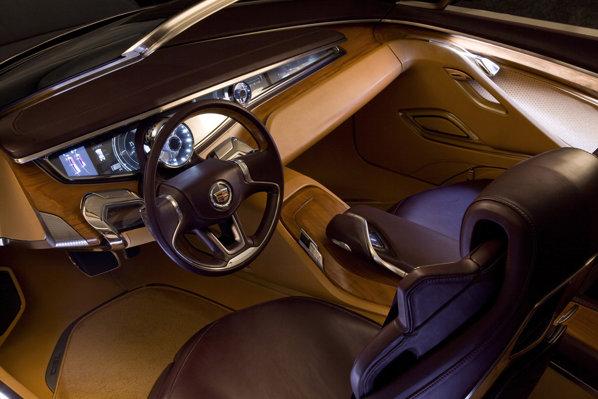 Interiorul lui Cadillac Ciel este foarte luxos, iar masina are patru usi cu deschidere contrara