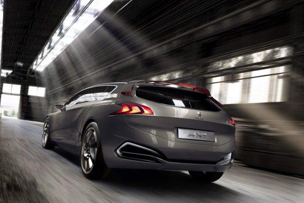 Jantele lui Peugeot HX1 sunt concepute aerodinamic: peste 100 km/h, suprafata lor devine plana