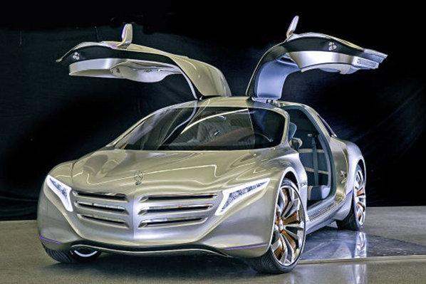 Mercedes-Benz F125 beneficiaza de o pereche de portiere Gullwing de mari dimensiuni