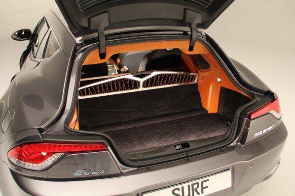 Fata de cei 200 de litri ai lui Karma, portbagajul lui Fisker Surf variaza intre 350 si 800 de litri