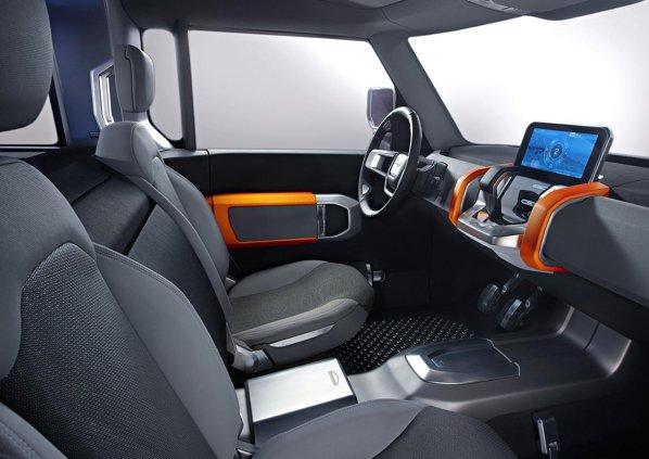 Interiorul lui Land Rover DC100 este conceput la fel de simplist ca si exteriorul