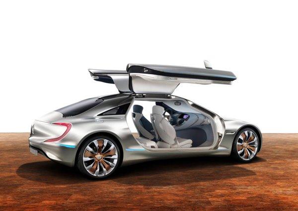 Cele doua portiere ale lui Mercedes Benz F125 sunt realizate din CFRP, iar caroseria din materiale foarte usoare