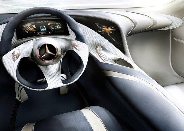 Interfata sofer-masina este realizata in Mercedes Benz F125 prin sistemul yourCOMAND