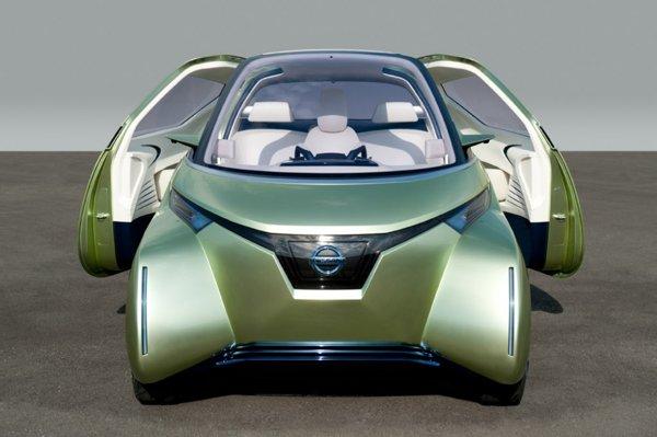Nissan Pivo 3 are 3 metri lungime, doua portiere culisante si ofera 3 locuri