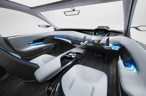 Interiorul lui Honda AC-X Concept este de-a dreptul futurist, volanul fiind inlocuit de o mansa