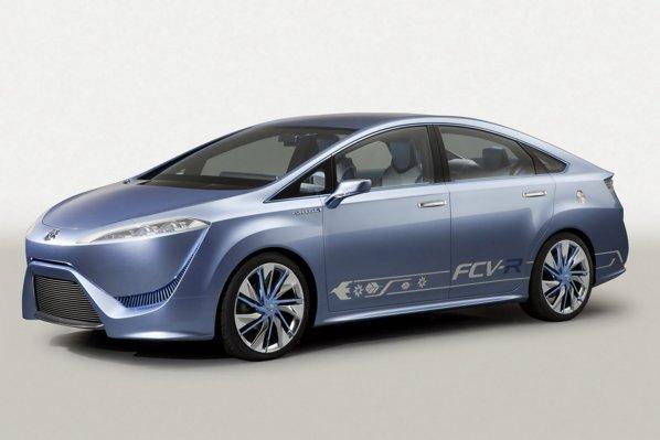 Toyota FCV-R vine cu idei bizare de design, iar sistemul fuel-cell este plasat sub podea