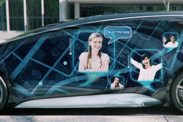 Exteriorul lui Toyota Fun Vii este, practic, un imens ecran tactil de smartphone