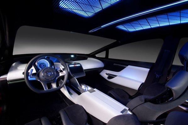 Interiorul lui Toyota NS4 Concept este futurist, spatios si high-tech