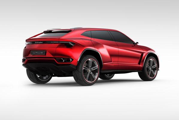 Lamborghini Urus are un design foarte agresiv si o alura accentuata de SUV coupe