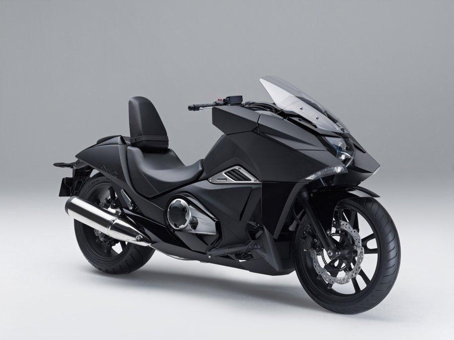 Noua Honda NM4 arată ca motocicleta folosită de Batman în timpul său liber