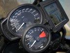 Indicatoarele de bord sunt ceva mai mult decât simpliste, fiind aceleaşi regăsite chiar şi pe bestialul K 1200 R.