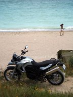 ... nu e chiar genul care merge la agăţat fetele de pe plaja din Vamă...