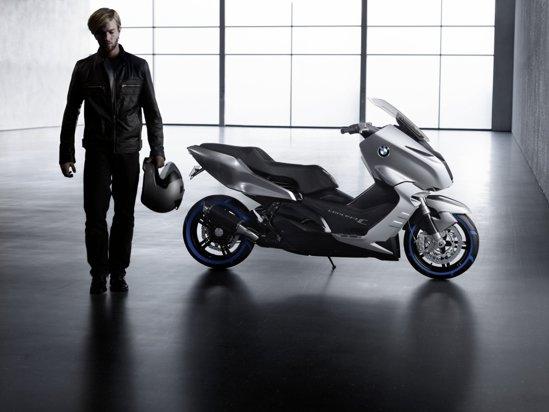 BMW Concept C este dotat cu un motor termic in doi cilindri, cuplat la o cutie CVT