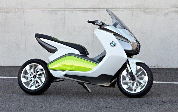 La finalul lui 2011, BMW va scoate doua maxi-scutere premium ca modele de serie