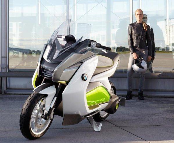 BMW Concept e este un maxi-scuter de dimensini moderate, cu propulsie electrica