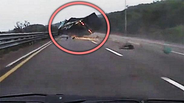 VIDEO: Efectul unei explozii de cauciuc pe autostradă