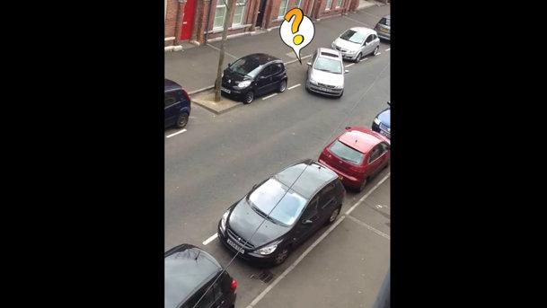 Femeile şi parcarea laterală. VIDEO aşa NU!
